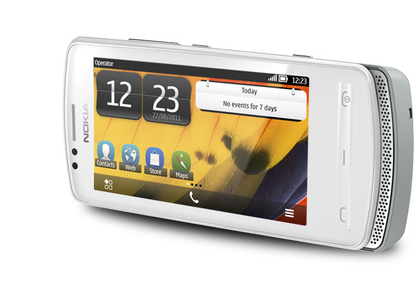 Nokia 700: Ailenin en ince telefonu