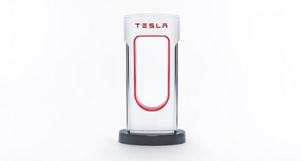 Tesla'dan Akıllı Şarj Aleti